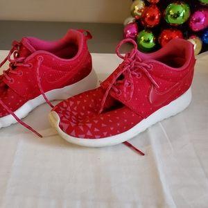Nike girl shoes 4y